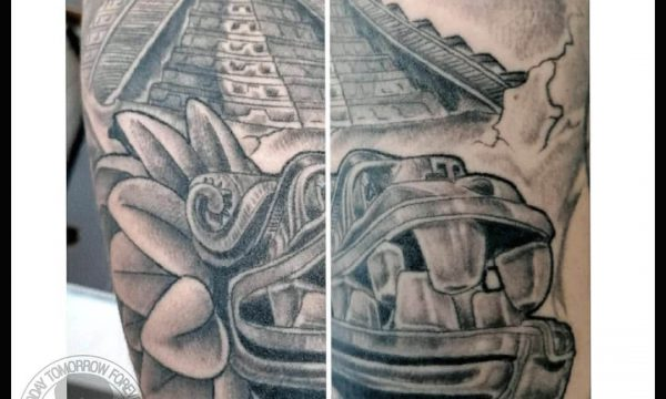 Tattoo Studio Today Tomorrow Forever - Tätowierung Maya Tempel.