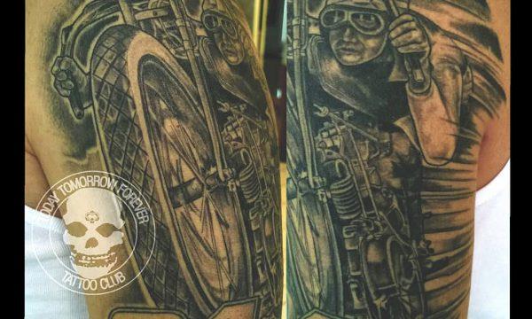 Tattoo Studio Today Tomorrow Forever - Tätowierung Motorrad auf Oberarm inklusive Schulter.